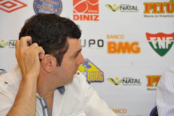 Alex Padang revela que neste momento o América está negociando com mais de 30 jogadores