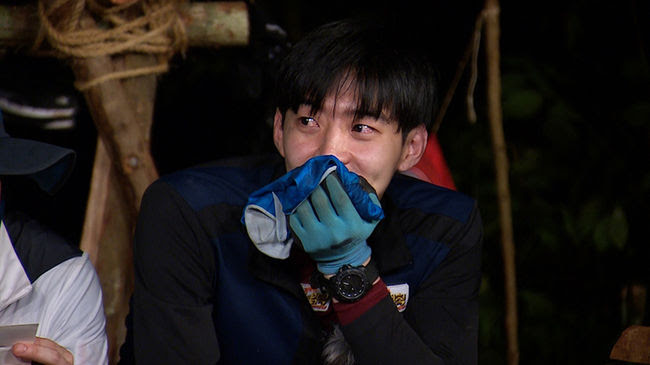 """Park Yoo Hwan Tears Up Thinking of Park Yoochun on """"Law of the Jungle"""""""