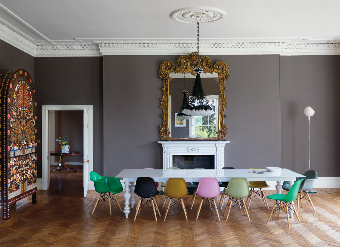 Eames Chairs | Black & White Colors