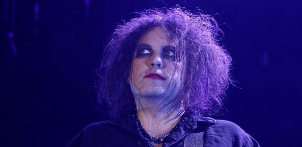 Guitarrista, vocalista e compositor do grupo britânico The Cure, Robert Smith, em apresentação no Palacio de los Deportes, em Madrid, na Espanha (6/3/2008)