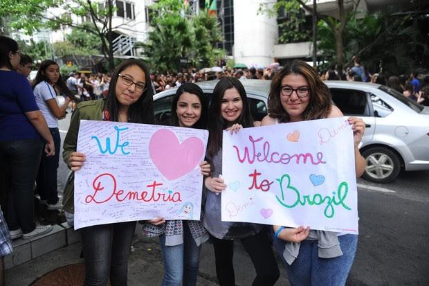Fãs de Demi Lovato em SP (Foto: Francisco Cepeda / AgNews)