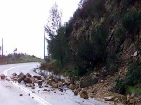 Κατολισθήσεις στην επαρχιακή οδό Καλαβρύτων - Αποκλείστηκαν αυτοκίνητα