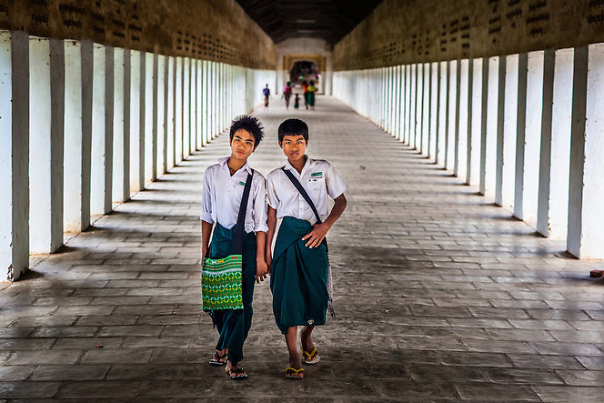 http://www.photoshelter.com/img-get/I0000QQYKNEpvlyI/s/665/443/School-boys-walk-through-the-Shewzigon-Temple-Bagan-Myanmar-9957.jpg