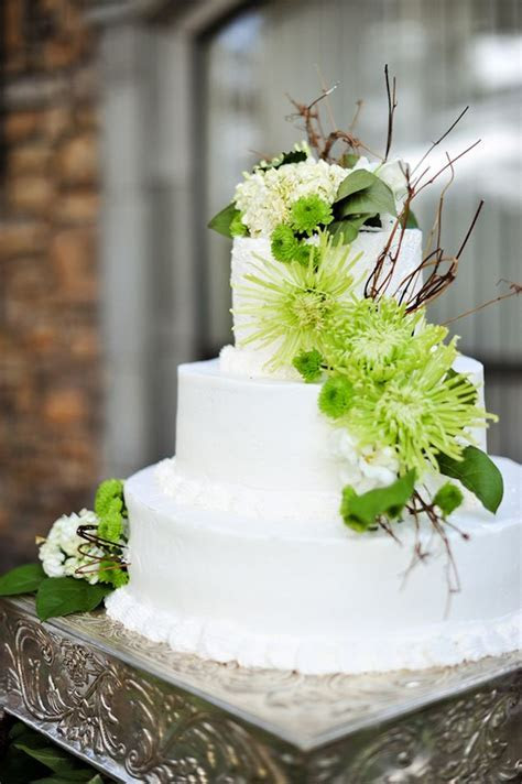 Lime Green & White Wedding Cake   PHOTO SOURCE ? JAMIE Y