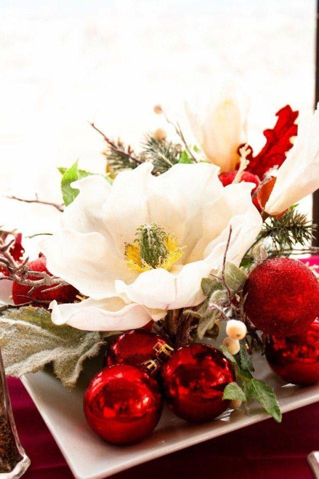 centros-de-mesa-navidenos-bolas-rojas-flor