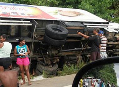 Caminhão da Friboi é saqueado após acidente; veja o vídeo