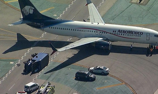2017-05-20 Aeromexico Boeing 737-800 hit vehicle while taxiing at LAX  »  JACDEC