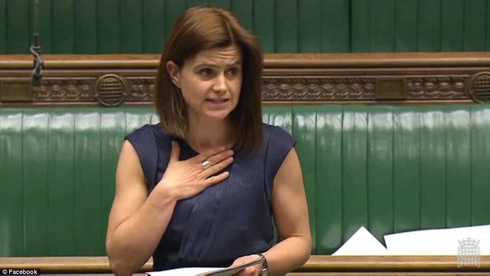 La señora Cox votó en abril por el Reino Unido para aceptar 3.000 niños refugiados no acompañados sirios, diciendo que ella se arriesgaría su vida para conseguir mis dos bebés preciosos de ese infierno '