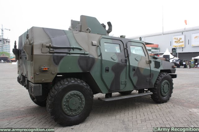 http://www.armyrecognition.com/images/stories/asia/indonesia/defence_exhibition/indodefence_2014/news/pictures/Pindad_increases_its_Komodo_4x4_tactical_vehicles_range_with_a%20new_Recon_variant_640_002.jpg