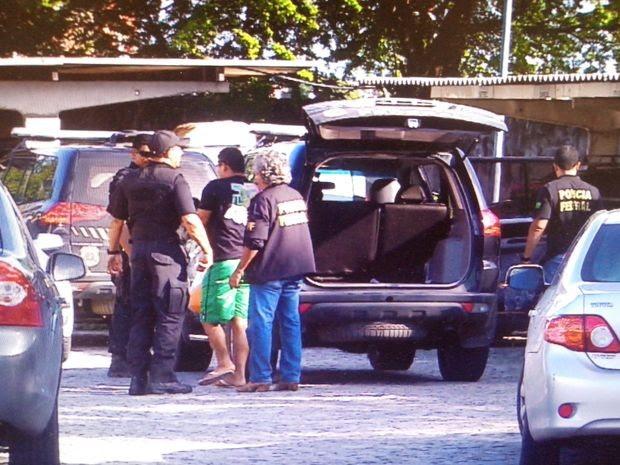 Presos na operação foram encaminhados para a sede da Polícia Federal (Foto: Reprodução/TV Sergipe)