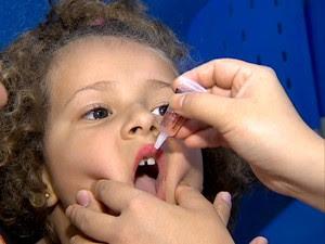 Campanha de vacinação contra a poliomielite começou neste sábado (15) (Foto: Reprodução/TV Fronteira)