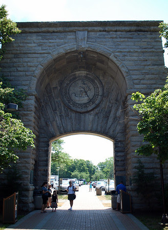 Archway to the Niagara Falls State Park