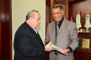 Douglas Cunha foi recebido no TJMA pelo presidente da Corte, Guerreiro Júnior (Foto: Ribamar Pinheiro)