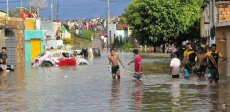 Apenas no bairro Zé Martins, 250 pessoas precisaram sair de suas casas / Foto: Reprodução/Blog Carlos Britto