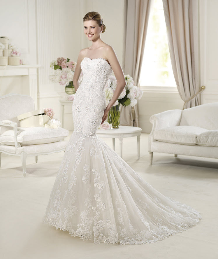 Sexy Trumpet/Mermaid Strapless Buttons Sweep/Brush Train Lace Wedding Dresses _1