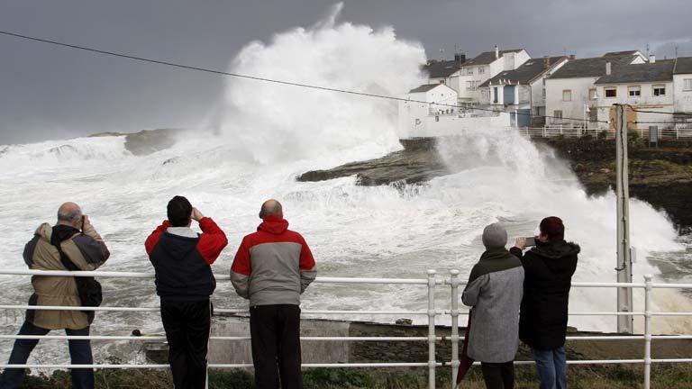 El temporal ocasiona grandes destrozos en el litoral, en España