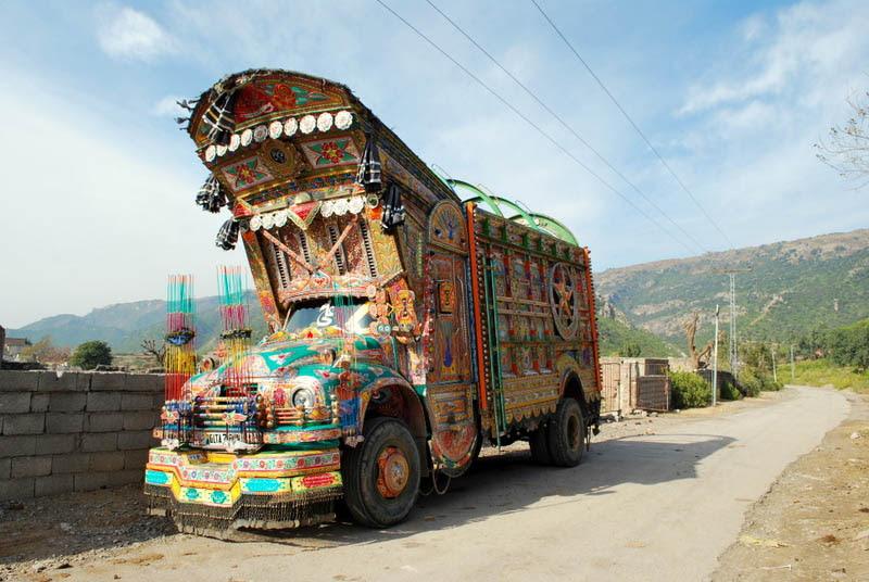 Arte dos coloridos caminhões paquistaneses 06