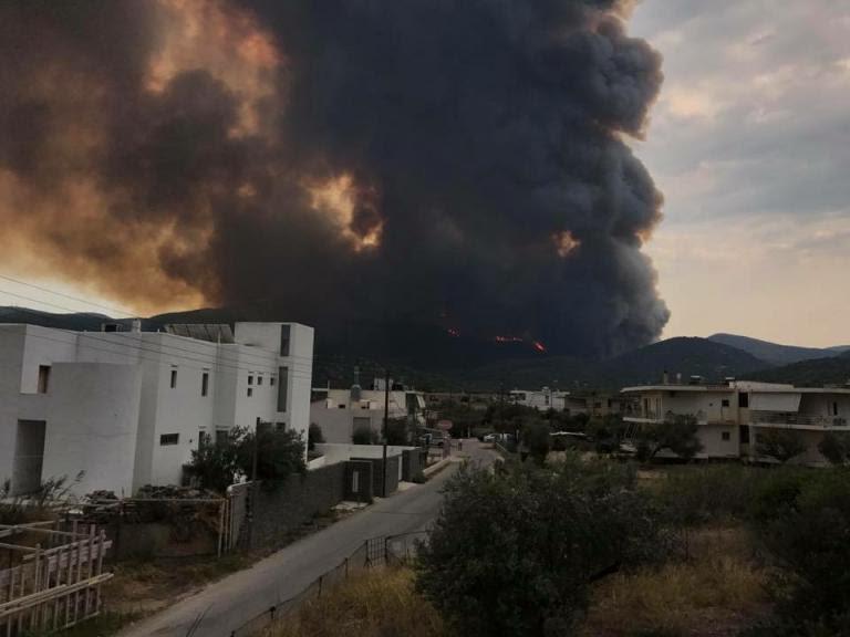 Μεγάλη φωτιά στο Σοφικό! Έρχεται δύσκολη νύχτα – Εκκενώθηκε παιδική κατασκήνωση | Newsit.gr