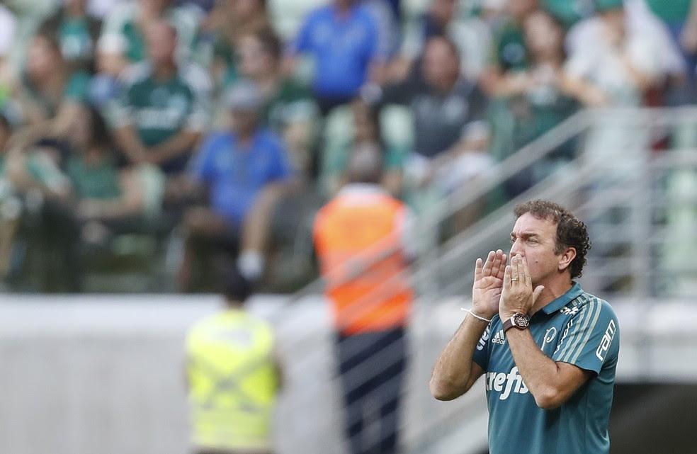 Cuca durante a partida contra o Atlético-MG (Foto: Leonardo Benassatto/Framephoto/Estadão Conteúdo)