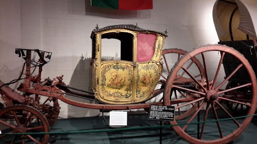 1727-1729 - Berlin Coupe de Gala Carriage - Produced in Paris, France for the Royal House of Portugal. Can be pulled by a team of 2 or 4 horses. | Pinterest