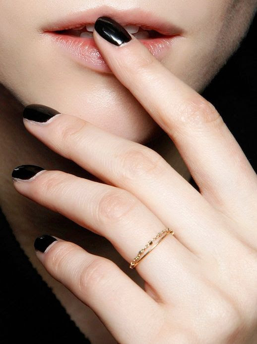 LE FASHION BLOG RINGS AND NAILS BLACK NAIL POLISH MANICURE INSPIRATION BACKSTAGE BEAUTY VALENTINO FW 2013 DELICATE YELLOW GOLD RINGS DAINTY RINGS BEADED RING HAMMERED TINY RING VIA ALLURE RUSSIA 2 photo LEFASHIONBLOGRINGSANDNAILSVALENTINOFW2013VIAALLURERUSSIA2.jpg