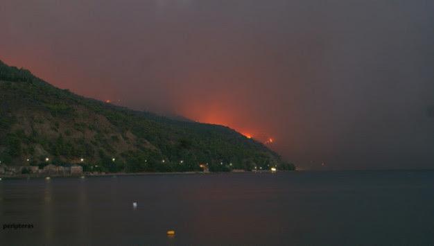 Φωτιά στην Εύβοια: Φεύγουν από τα σπίτια τους λόγω της μεγάλης πυρκαγιάς - Στάχτη πάνω από 20.000 στρέμματα δάσους [pics, vid]