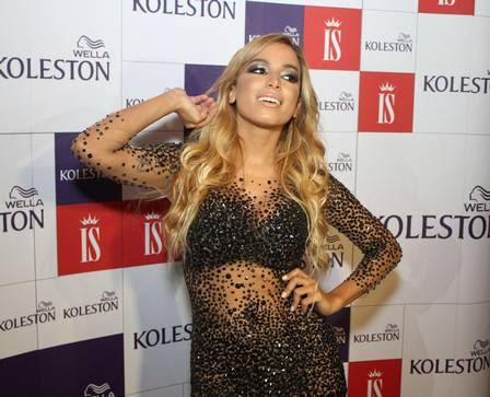 Anitta fica loira para o carnaval de Salvador
