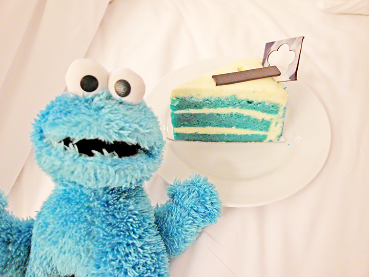 cookie monster and blue cake