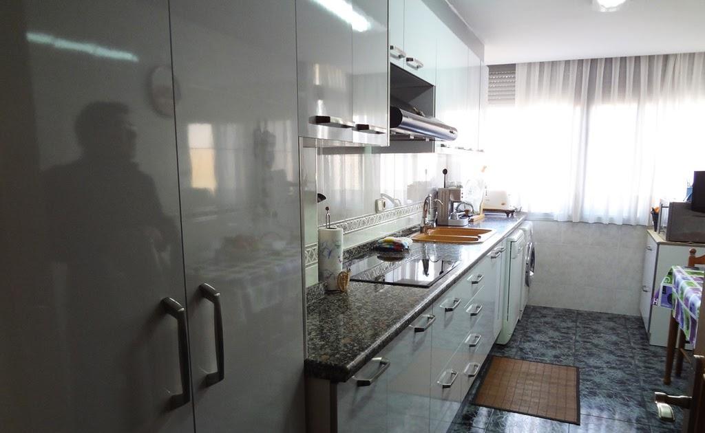 Cocina blanca brillo cambio de frentes reformas - Reformas de cocinas en valencia ...