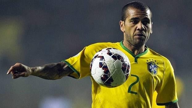 Daniel Alves defende jogadores e diz: seleção brasileira te dá status, mas não traz muitos benefícios