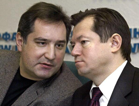 Dmitry Rogozin and Sergei Glazyev confer during a press conference in Moscow in December 2003.
