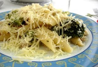 Pasta with lemony broccoli, walnuts and toasted breadcrumbs