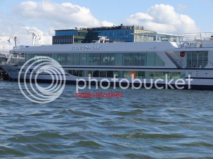 kapal photo wisata kanal 1_zpswmpxaiak.jpg