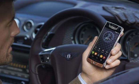 Αυτό είναι το πολυτελές smartphone της Bentley!