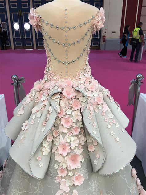Amazing Life Sized Wedding Dress Cake