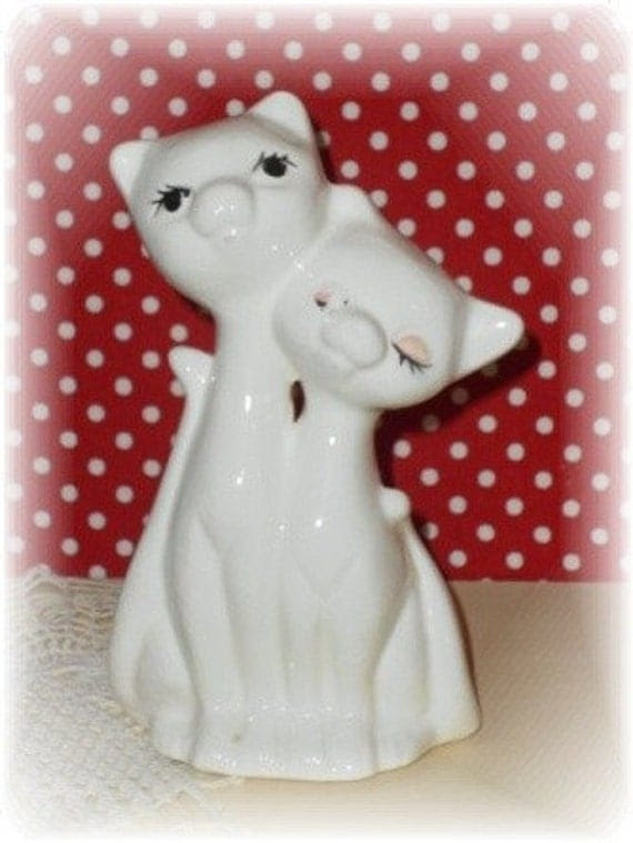Vintage Kitsch Collectible Kitty Cat White Figurine