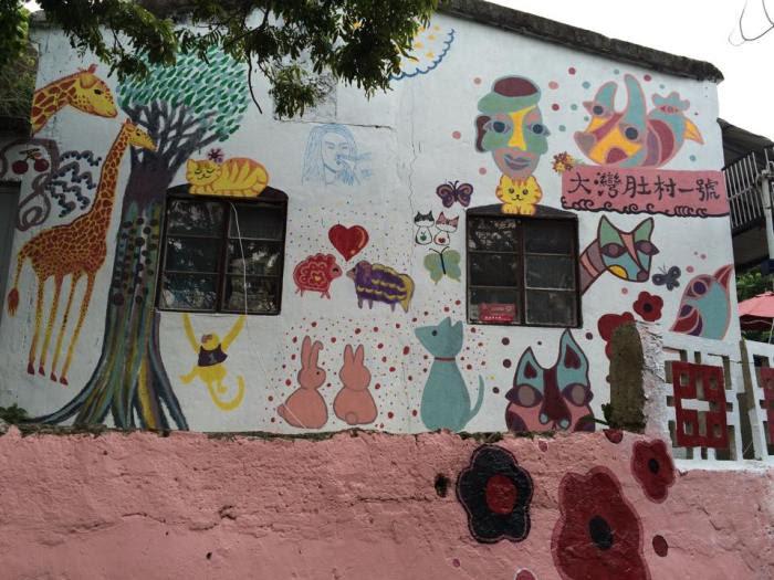 島內許多與動物有關圖畫。