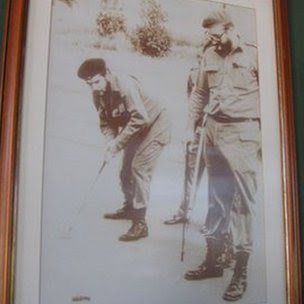 A photograph at the Varadero golf club shows Fidel Castro and Che Guevara playing golf