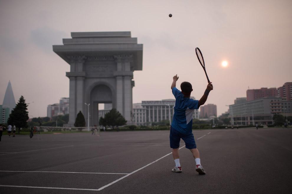 У Пхеньяні є любителі великого тенісу