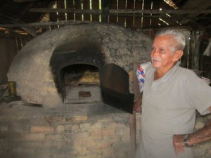 """João Lisboa Sobrinho, 85, a baker from Ilha da Fazenda who """"only"""" has ten children. Until recently, he used 50 kg of flour a day to make bread, but now uses just three – a reflection of the decline and depopulation of this island village along the Xingu River, in the northern Brazilian state of Pará.  Credit: Mario Osava/IPS"""