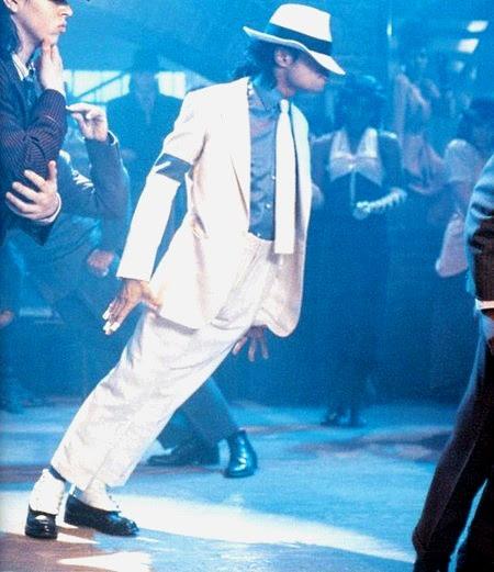 Michael Jackson faz 45º no clip da música Smoth Criminal