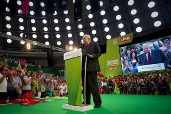 """Soares: o PS """"tem de discutir política a sério"""""""