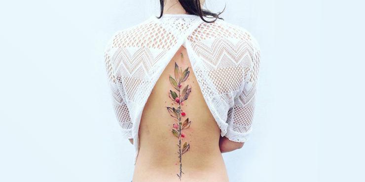 17 Chicas Que Te Harán Querer Un Tattoo En Medio De La Espalda
