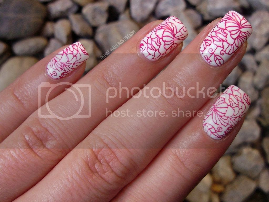 photo red_floral_nails_10_zps4huba9bu.jpg