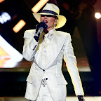 ce93b8b0fdc Jennifer Lopez Performs in a Three-Piece Suit at the Billboard Music Awards