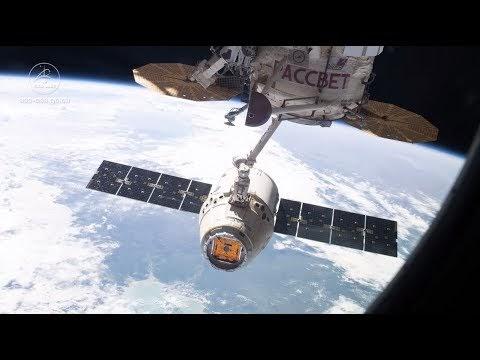 Astronot dan Robotika Pesawat Kargo SpaceX Dragon