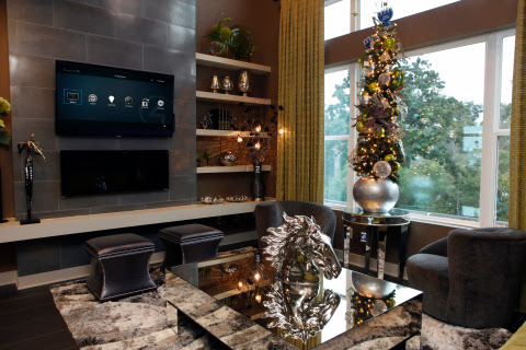 4 Ways Your Smart Home Will Give the Neighbors Holiday Envy