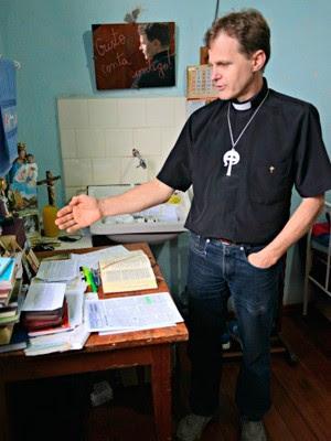 Padre Osmar já foi casado e tem uma filha (Foto: Luiza Gaidzinski Carneiro/RBS TV)