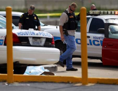 Police kill suspect near Houston mall