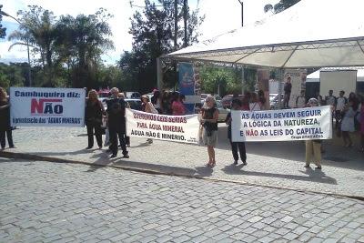 otos da manifestação realizada em Caxambu no início de março. Foto: Divulgação ONG Nova Cambuquira.